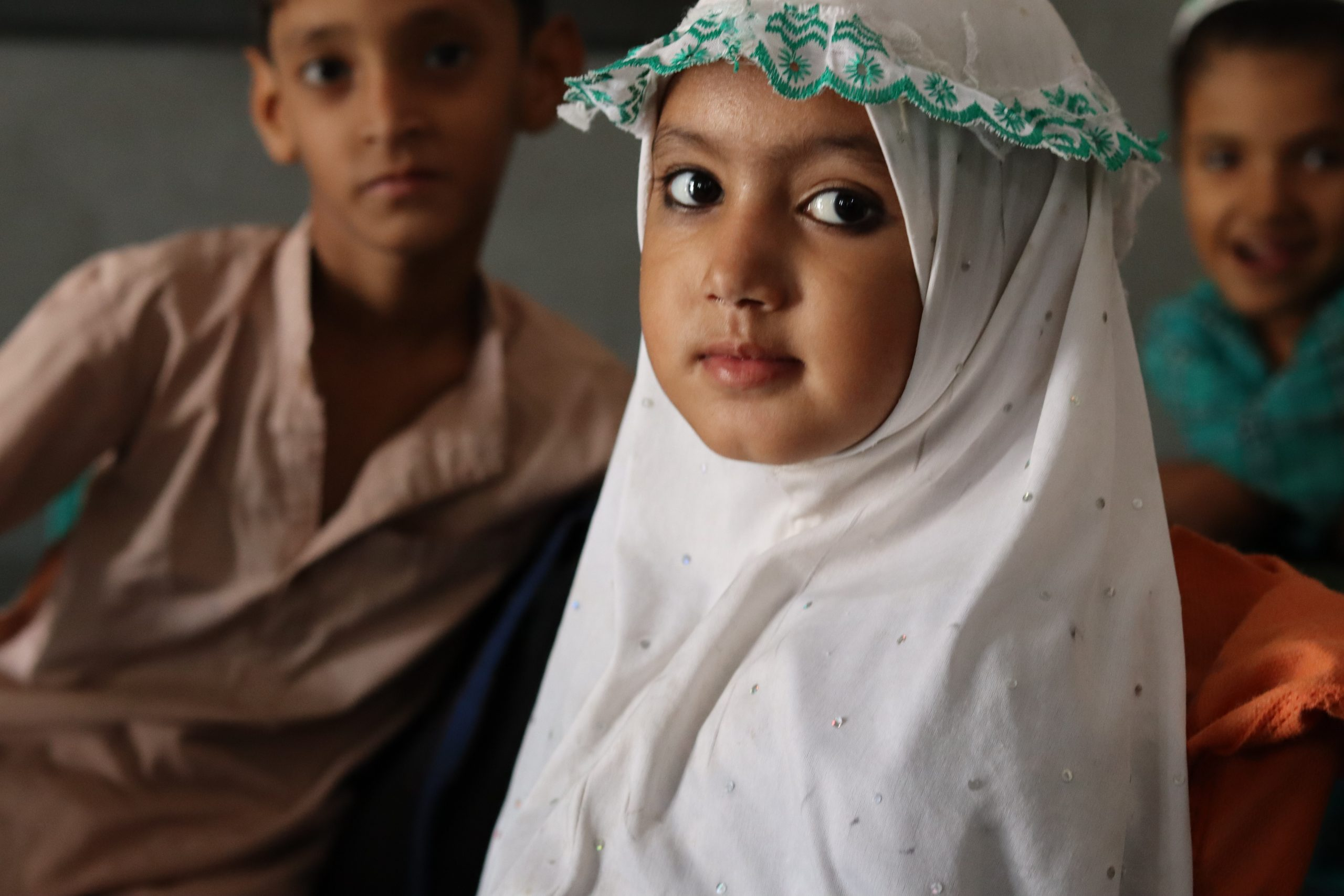 گورنمنٹ  ایم سی پرائمری  سکول رحیم آباد (ملتان) میں جماعت  نرسری کی طالبہ کا ایک خوبصورت انداز