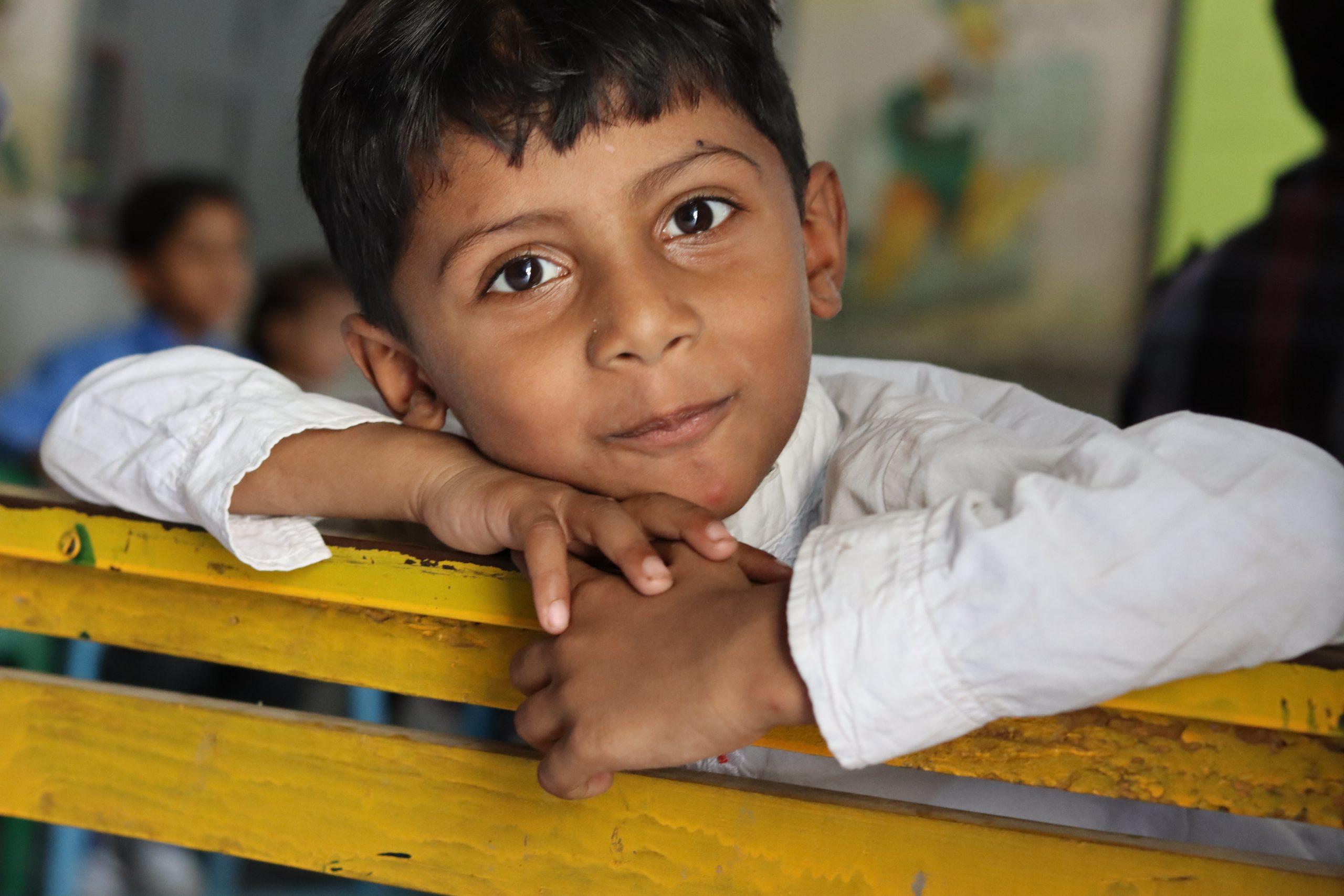 گورنمنٹ  ایم سی پرائمری  سکول رحیم آباد (ملتان) میں جماعت  نرسری کے طالب علم کا ایک خوبصورت انداز